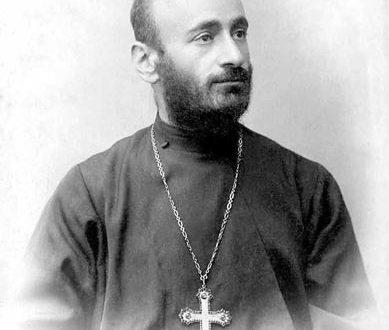 الكاهن كوميداس متعدد المواهب